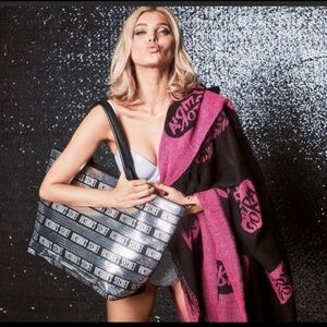 PINK VS Black Friday 2018 Limited Edition tote